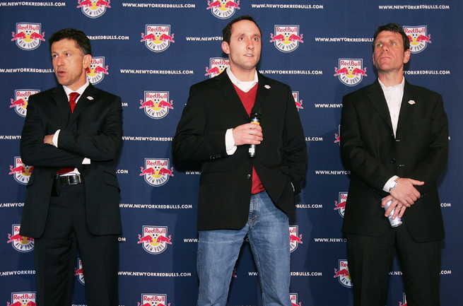 Marc de Grandpre stands between then-Red Bulls coach Juan Carlos Osorio, left, and sporting director Jeff Agoos in 2008. He has returned to the club as its head of commercial operations.