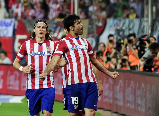 Atletico Madrid star Diego Costa, right, celebrates after his penalty kick finished off Elche in their league match on Friday.