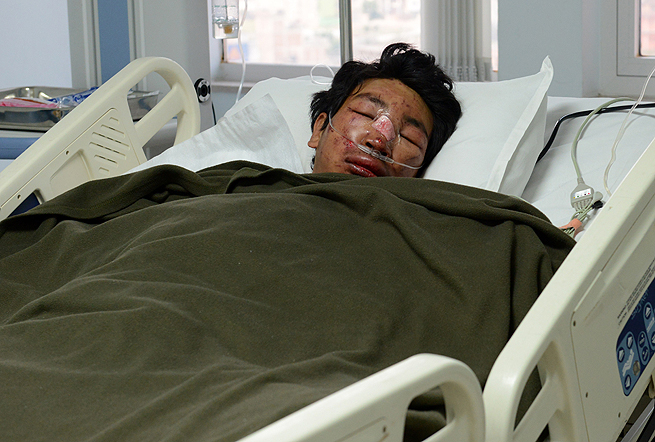 Nepalese mountaineer, Dawa Tashi Sherpa, survived Friday's deadly avalanche on Mount Everest.