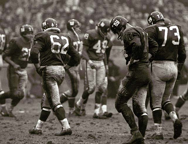 New York Giants quarterback Y.A. Tittle (14) between plays against the Cleveland Browns. The 1964 season would be the last of his Hall of Fame career.