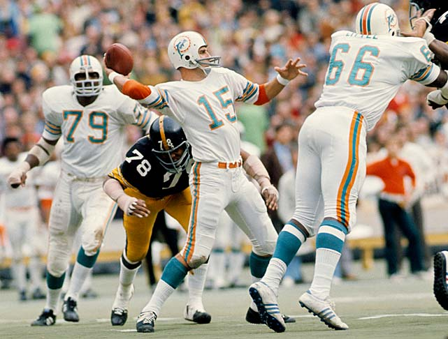 Morrall looks downfield for a receiver against the Pittsburgh Steelers in the 1972 AFC Championship game. At 38, Morrall was the oldest player on the 1972 Dolphins.