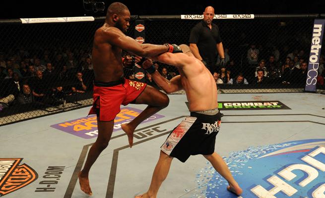 Jon Jones kept Glover Teixiera off balance with improvisation to defend his light heavyweight belt.