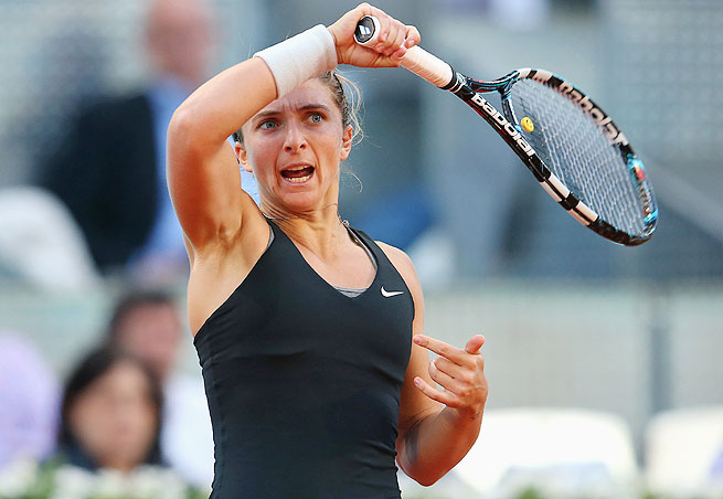 Italy's Sara Errani advanced to the second round of the Madrid Open with a straight-sets win on Saturday.