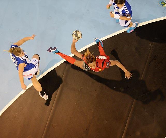 An overhead view of semifinal action between ZRK Vardar and ZRK Buducnost.