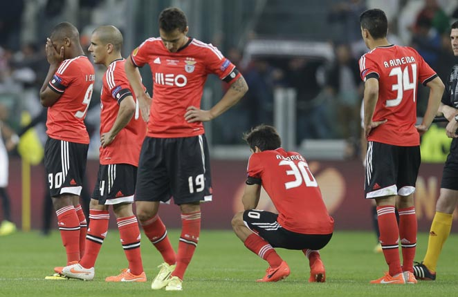 Benfica had several chances to win against Sevilla, but squandered their opportunities.