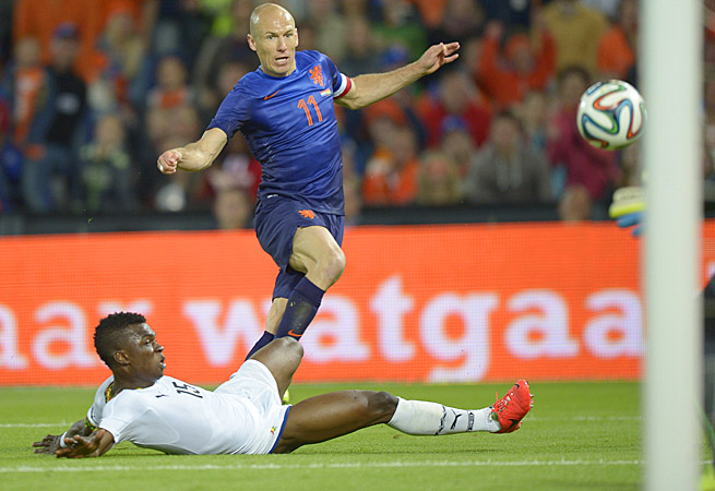Arjen Robben (11) was instrumental in the Dutch victory, setting up Robin Van Persie's game-winner.