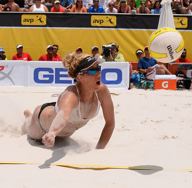 April Ross digs a ball in the women's final.