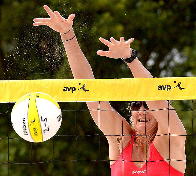 Kerri Walsh Jennings with a block.
