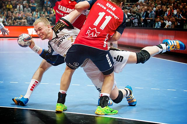 Rene Toft Hansen from THW Kiel (7) attempts to score in the Champions League final vs. SG Flensburg-Handewitt.