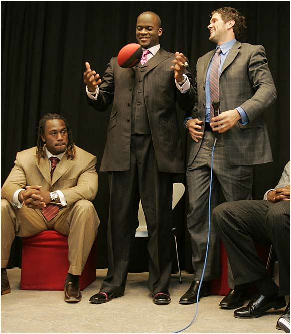 Vince Young and Matt Leinart made like stand-up comedians while waiting for yet another predraft event.