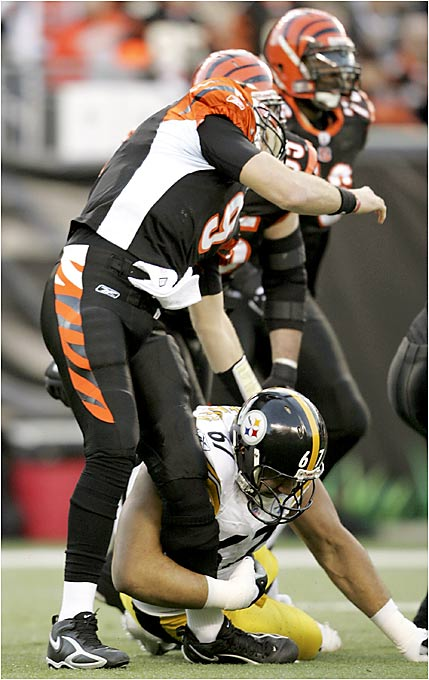 Kimo von Oelhoffen rolled into Carson Palmer's knee right after the Bengals QB tossed a 66-yard pass to Chris Henry.