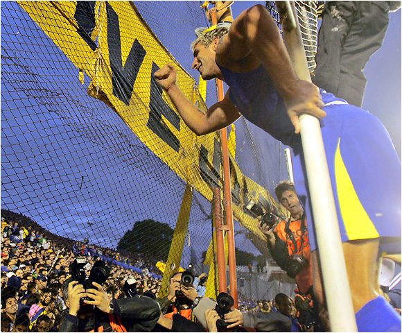 Martín Palermo pumps his fist in triumph at Boca Juniors fans after the Xeneizes won their second straight championship and 23rd league title. The '06 Clausura crown is the Argentine giants' fourth trophy in a one-year span.