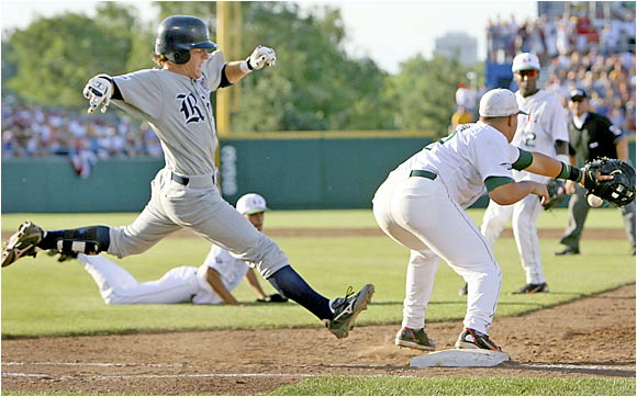 Owls catcher Danny Lehmann finds safe passage at first base thanks to a fielding error by Hurricanes first baseman Yonder Alonso.