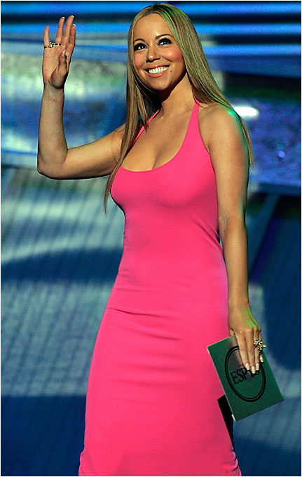 Outside of having once dated Derek Jeter, we're not sure what Mariah Carey's connection to sports is, but she presented an award anyway at this week's taping of the ESPYs.