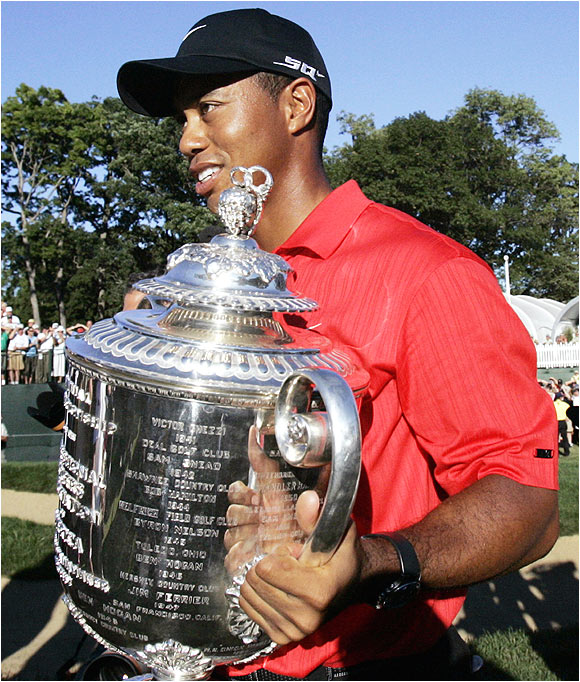 One month after an emotional triumph at Hoylake in the 2006 British Open, Tiger Woods moved within six victories of Jack Nicklaus' record of 18 major titles.