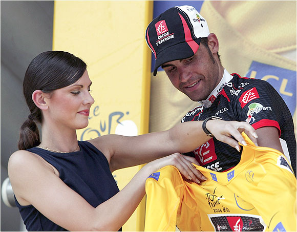 Pereiro held the yellow jersey five times, longer than any other rider in this year's Tour. After leading for three straight days, he was passed by Landis in the 19th stage.