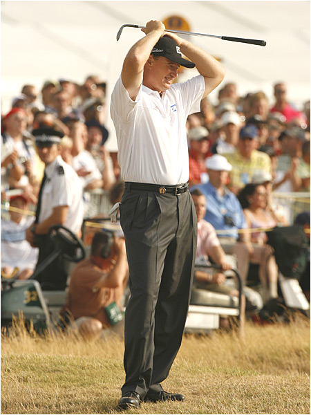 Els, the 2002 champ, had three bogeys, but rebounded with birdies on the par-5 16th and 18th holes to stay in contention.