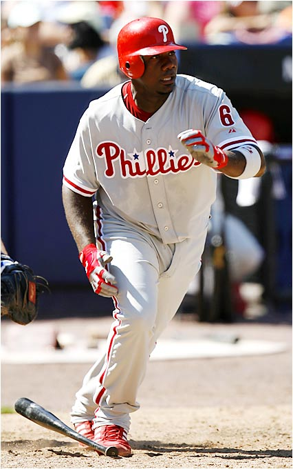 Home Run Derby champion Ryan Howard watches his three-run shot off the Mets' Tom Glavine leave the park in the first inning Saturday. Howard leads the NL with 38 home runs and 99 RBIs after hitting three homers and knocking in 12 runs for the week.