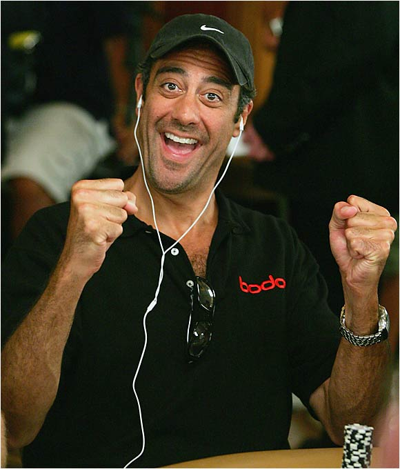 'Everybody Loves Raymond' funnyman Brad Garrett was thrilled when Phil Hellmuth, who's won 10 WSOP bracelets, was eliminated on the second day of the first round of the tournament.