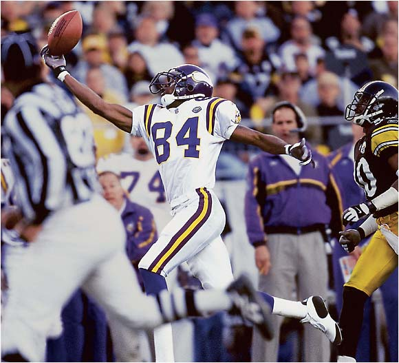 Randy Moss making a catch for the Vikings against the Steelers on Dec. 22, 2001.