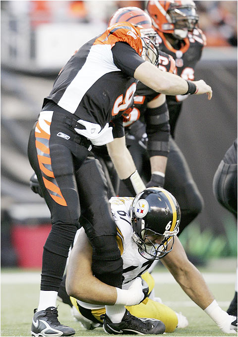 Steelers defensive end Kimo Von Oelhoffen hit Carson Palmer on the quarterback's first pass during last season's AFC divisional playoff game in Cincinnati. Palmer managed to complete a 66-yard pass to Chris Henry on the play.