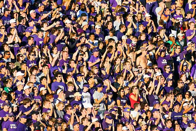 Washington fans showed their love for the Huskies, who overcame a sluggish first half and beat UCLA, 29-19.