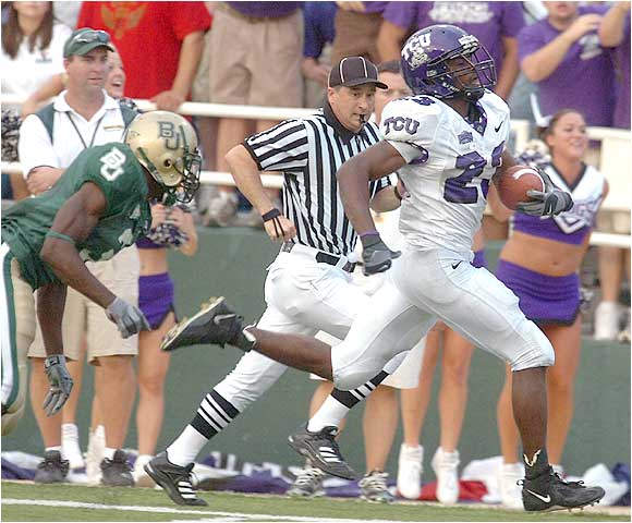 Aaron Brown (right) caught four passes for 107 yards, including this 84-yard TD reception as the Horned Frogs won their 11th straight.