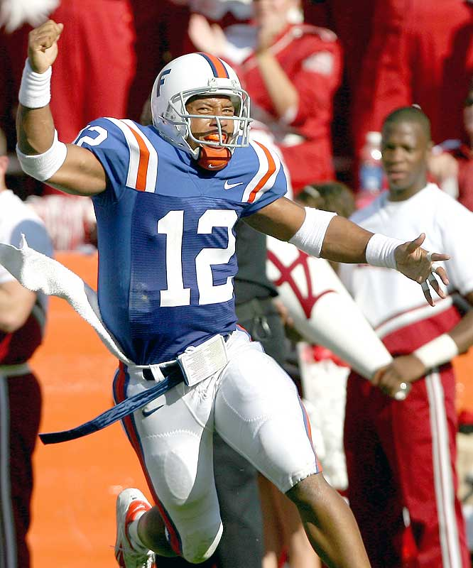 Chris Leak had a career-best rush of 45 yards, while throwing for 173 yards and two touchdowns for the 5-0 Gators.