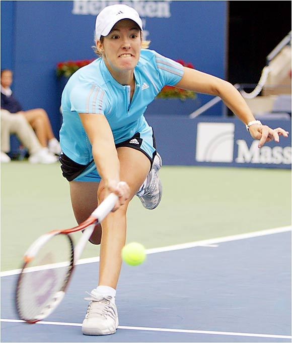 No. 2 seed Justine Henin-Hardenne won her first four matches to advance to the quarterfinals against Lindsay Davenport.