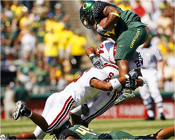 The Stanford defense had a rough time trying to contain Oregon running back Jonathan Stewart, who rushed for 168 yards and two touchdowns in the Ducks' 48-10 victory.