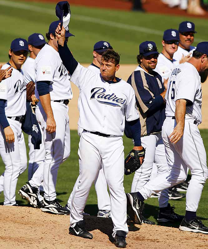 Padres closer Trevor Hoffman made his 479th career save in a 2-1 win over the Pirates on Sunday, breaking the all-time career saves record held by Lee Smith.