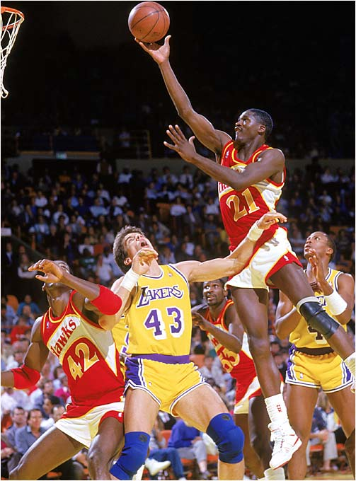 'Nique didn't always need to score with a dunk. Sometimes, a soft touch worked too.