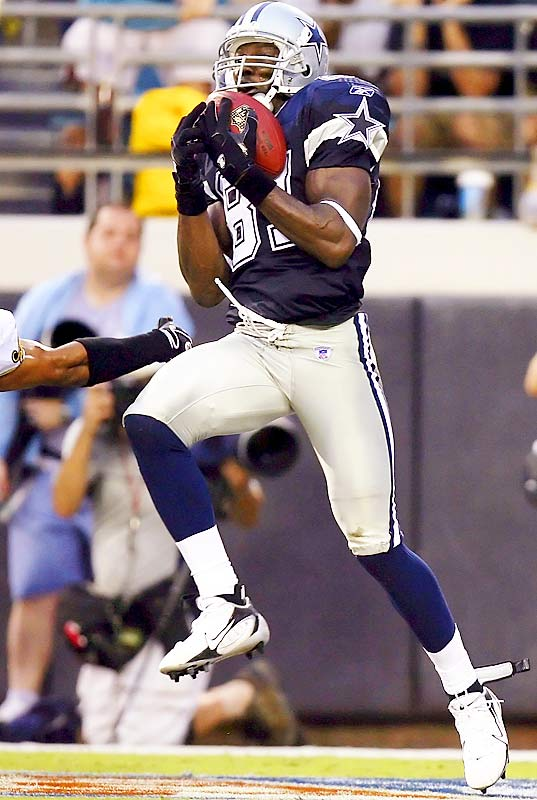 On March 18, Owens signed a three-year deal worth $25 million with the Cowboys. Owens caught nine passes for 99 yards in his first two games but broke his finger in a win over the Redskins.