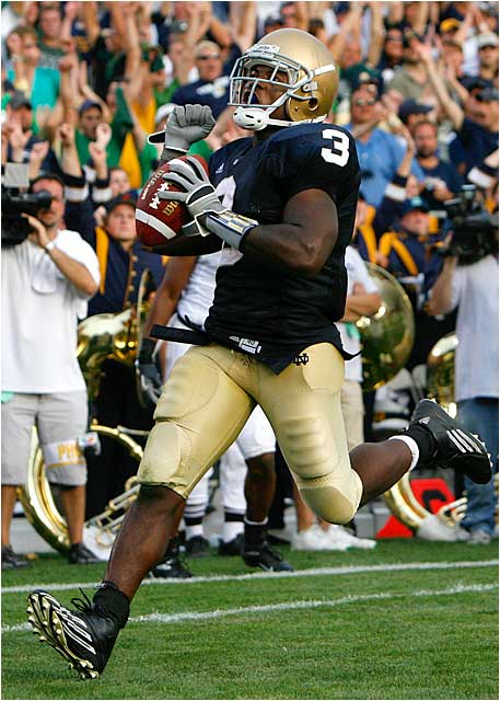 Notre Dame running back Darius Walker scores on a 15-yard pass in the fourth quarter to give the Irish a 41-3 lead.