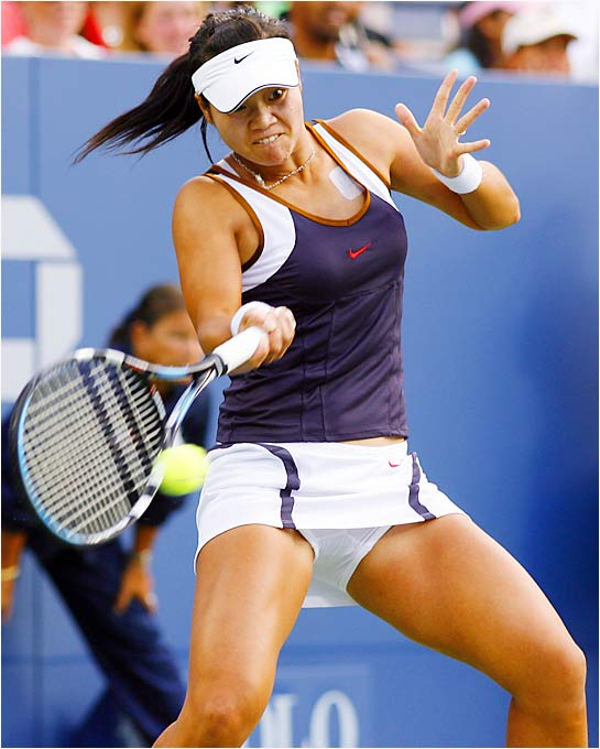 Na Li became the first Chinese woman to reach the last 16 of the U.S. Open after defeating last year's runner-up, Mary Pierce. Li lost in the fourth round to Maria Sharapova.