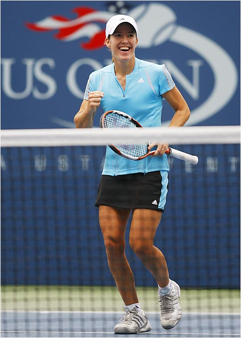 Second-seeded Justine Henin-Hardenne won her seventh match in a row against Lindsay Davenport to advance to the semifinals.