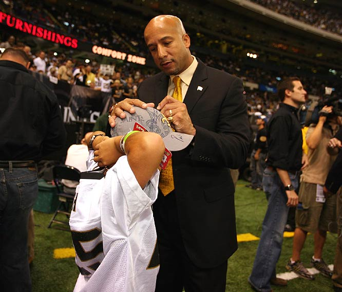 New Orleans Mayor Ray Nagin signs a fan's hat after the Saints routed the Falcons to remain undefeated.