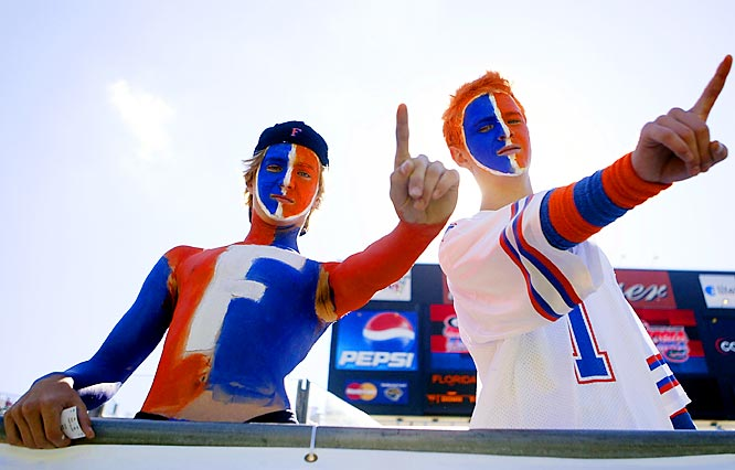 These two Gators fans let the cameras know who they think is No. 1.