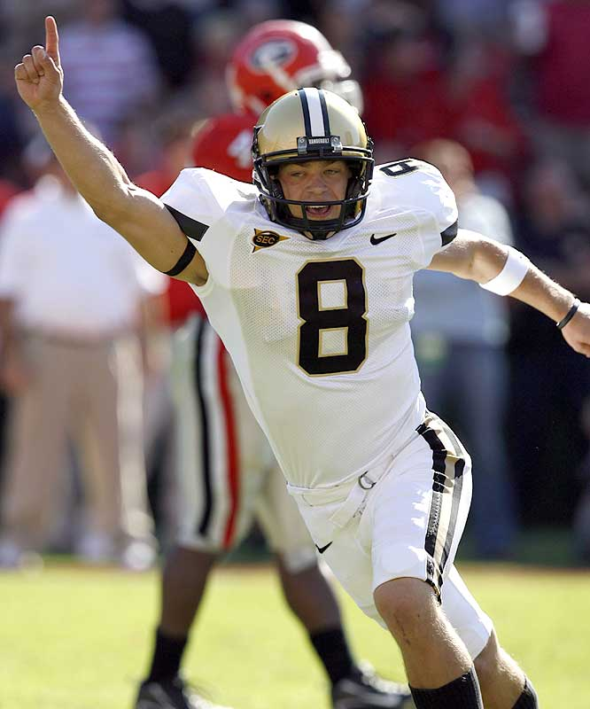 Bryant Hahnfeldt hit a 33-yard field goal with two seconds remaining as the Commodores beat Georgia for the first time since 1994.