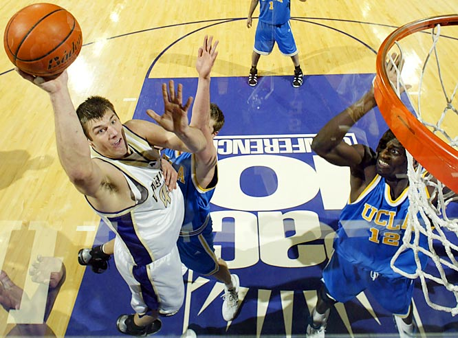 Headliners: Spencer Hawes, Jon Brockman (left)<br><br> Brockman is a relentless rebounder who could have a monster sophomore year, and he'll team up with old AAU pal Hawes -- a 6-11, blue-chip center whose post skills are anything but raw -- to give Arizona and UCLA a run in the Pac-10.