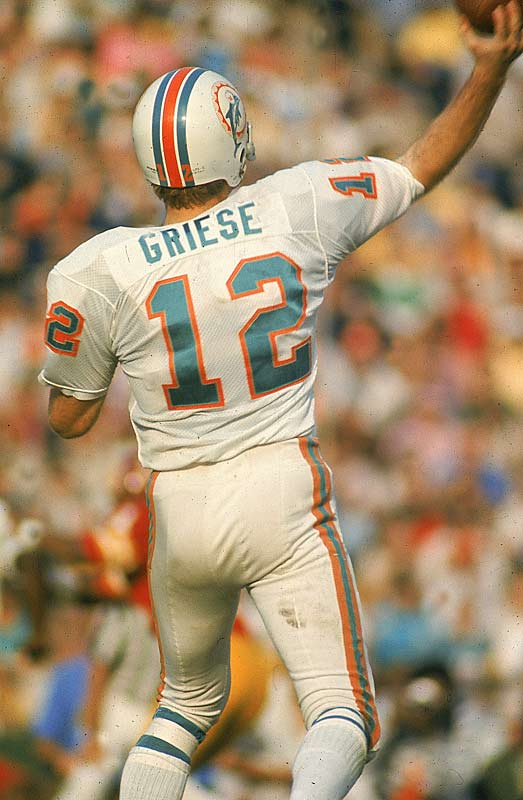 Bob Griese suffered a fractured leg and dislocated ankle in Week 5 and was replaced by Earl Morrall, but Griese got the start in the Super Bowl because coach Don Shula felt more comfortable with Morrall coming off the bench if needed. Griese threw a 28-yard TD pass to Howard Twilley in the lowest scoring Super Bowl in history.