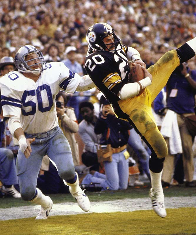 Pittsburgh receiver Rocky Bleier catches a touchdown with 26 seconds remaining in the second period to give the Steelers a 21-14 halftime lead.