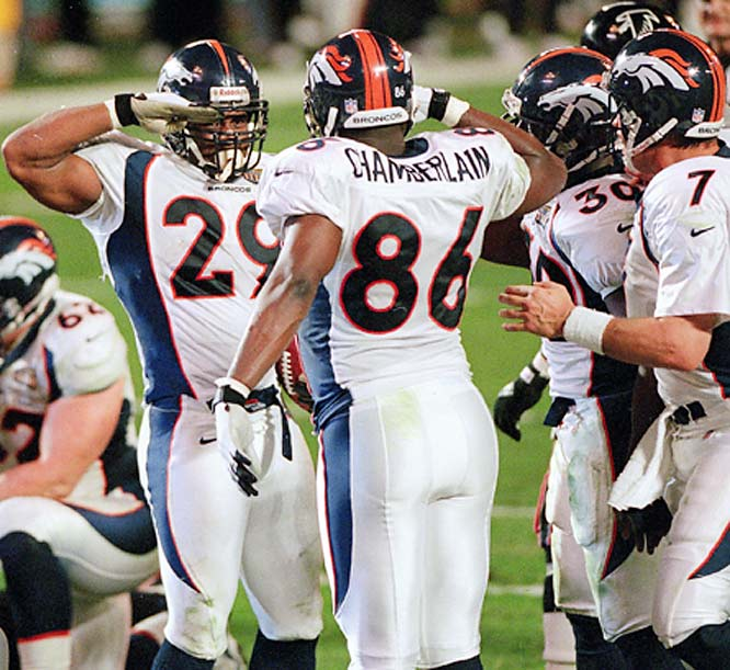 The Denver Broncos made the Mile High Salute famous during their Super Bowl-winning seasons of 1997 and '98 by celebrating touchdowns with the signature move.