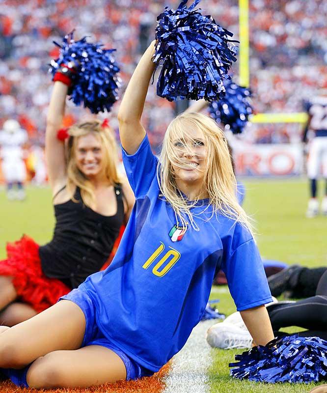 San Diego Chargers Cheerleaders Pictures: NFL Cheerleaders - Week 8