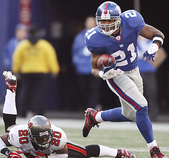 Tiki Barber got the best of his brother, Tampa Bay cornerback Ronde (20), as New York won its fourth straight game on an extremely windy day at Giants Stadium.