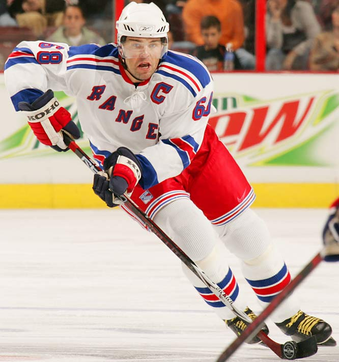 The Rangers captain began the season nine goals shy of 600, a milestone reached on opening night by his new teammate Brendan Shanahan, who became only the 15th player to hit the mark. (By way of comparison, 22 major league pitchers have 300 wins.) Jagr also needed 68 points to reach 1,500 for his career and put him within striking distance next season of the all-time top 10 scorers.