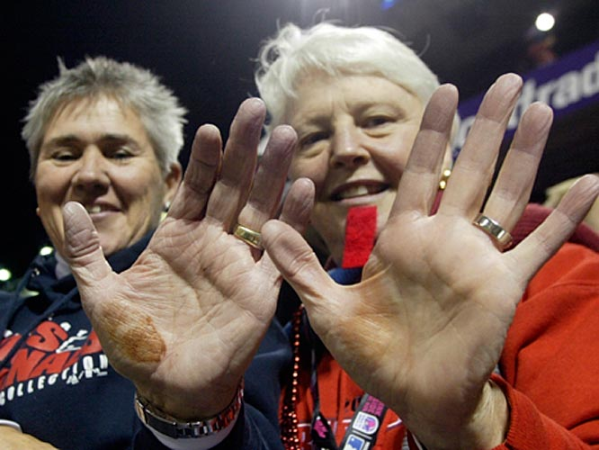 Kenny Rogers doesn't get any sympathy from these Cardinals fans.