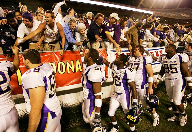 East Carolina players lined up to greet fans after defeating Central Florida 23-10 on Saturday.