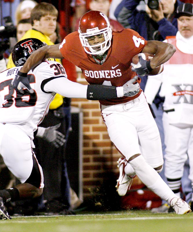 Malcom Kelly (4) caught 11 balls for 153 yards and a 40-yard touchdown as the Sooners rallied from a 14-point deficit.