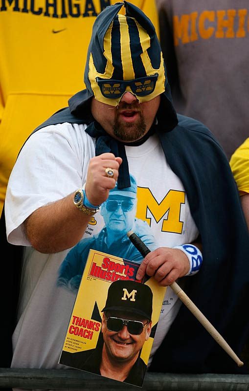 Michigan fans mourned former head coach Bo Schembechler, who died on Friday, the day before the annual game against Ohio State.